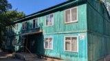 На улице Яблочкова сохранились деревянные дома.Название поселку дала Севастопольская ГРЭС – государственная районная электрическая станция, построенная в 1937 году. Тогда ее мощность составляла 20 мегаватт. Во время Второй мировой войны станция была почти полностью разрушена, а ее оборудование вывезено в Германию