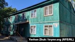 На улице Яблочкова сохранились деревянные дома