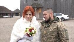 На Хортиці за старовинним обрядом побралися двоє ветеранів війни на Донбасі – відео