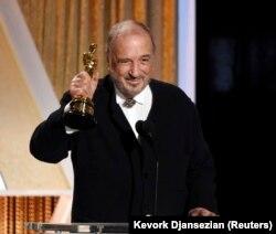 کریر هنگام دریافت اسکار افتخاری، آمریکا، ۲۰۱۴