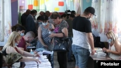 Armenia - Voters at a polling station in Yerevan, June 20, 2021.