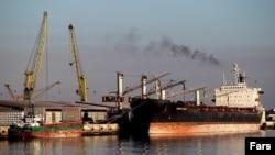 Нефт экспорт қилинадиган Эроннинг Имом Хўмайни порти.