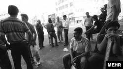 کارگران در انتظار کار در ایران.