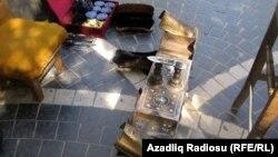 Ayaqqabını 1 manata təmizləyirlər