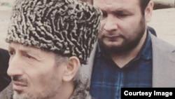 На переднем плане - мутфий Абдулаев, на заднем - застройщик Гаджимагомедов