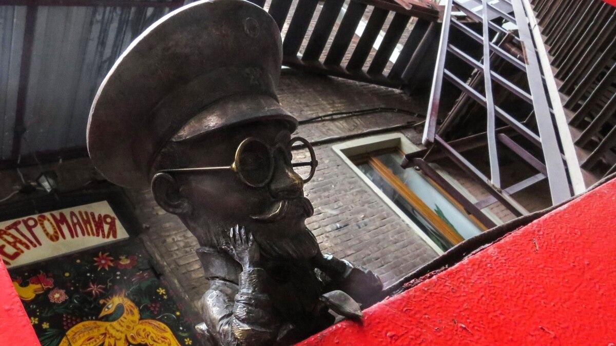 Туристический Мариуполь: какими мини-скульптурами украсят огород после карантина?
