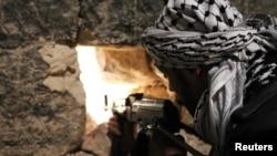Иллюстративное фото. Боец повстанческой Свободной армии Сирии в Алеппо, 19 декабря 2012 года.