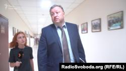 Віктор Шемчук відмовився відповідати на запитання журналістів «Схем»