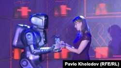 Тетяна Якубович отримує нагороду