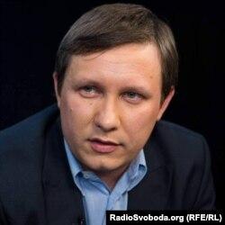 Андрій Яницький у співавторстві з Грехемом Стеком написав книгу про історію «Приватбанку»