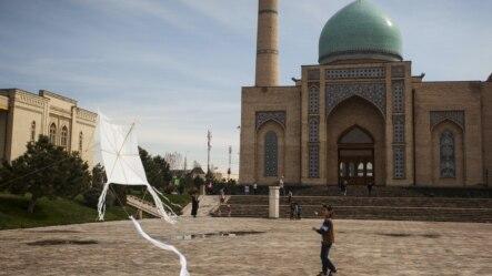 Ташкенттеги Хаст-имам аянты. Паркент борбордон 20 чакырымдай алыстыкта жайгашкан.