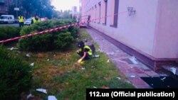 Следственная группа у здания телеканала «112 Украина», подвергшегося обстрелу из гранатомета.