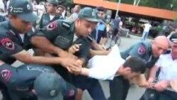 Yerevanda aksiyaçılarla polis toqquşub