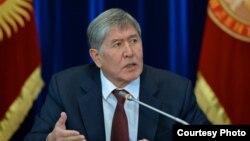 Экс-президент, лидер партии СДПК Алмазбек Атамбаев.