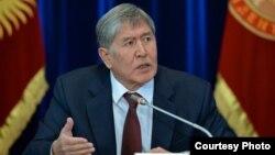Кыргызстан президенты Алмазбәк Атамбаев