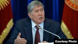 Алмазбек Атамбаев маалымат жыйында. 27-декабрь, 2014-жыл.