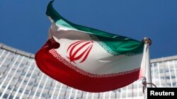 Флаг Ирана, развивающийся перед штаб-квартирой ООН в Вене