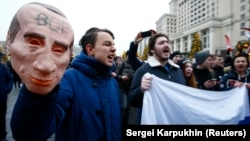 Supporters of Russian opposition leader Aleksei Navalny rally for a boycott of the March 18 presidential election in Moscow on January 28.
