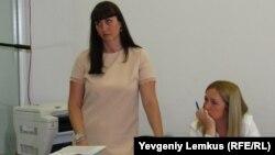 Анастасия Сергеева (слева)