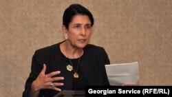 Сегодня экс-глава грузинского МИДа Саломе Зурабишвили подала документы в ЦИК для регистрации своей кандидатуры. Однако в Грузии не все уверены в положительном решении Центризбиркома