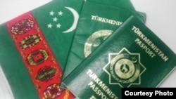 Внутренний и заграничный паспорта гражданина Туркменистана
