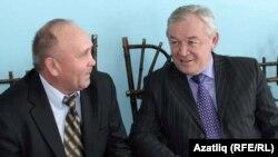 Кабан мәктәбе мөдире Фарих Габҗәлилов (с) белән хуҗалык рәисе Равил Сәгыйтов