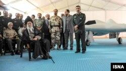 آیتالله علی خامنهای در جمع فرماندهان ارتش و سپاه پاسداران.