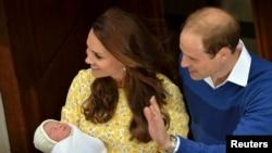 Новорожденная принцесса на руках у родителей, фото Reuters