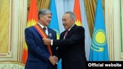 Алмосбек Отамбоев ва Нурсултон Назарбоев