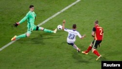 Ֆրանսիա - Իտալիայի հավաքականը առաջին գնդակն է ուղարկում Բելգիայի թիմի դարպասը, Լիոն, 13-ը հունիսի, 2016թ․