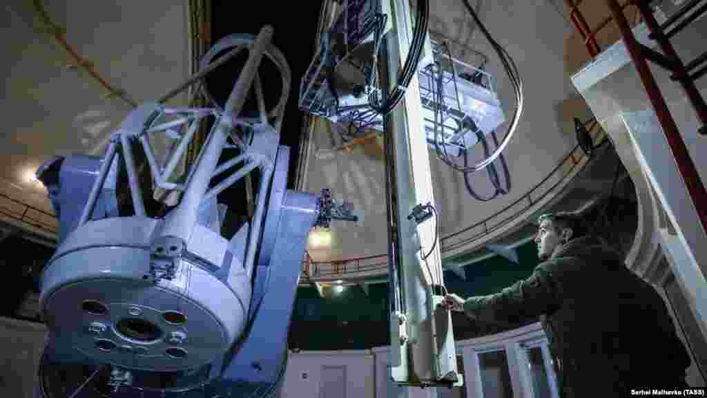 Телескоп построили в 1961 году. На тот момент он был крупнейшим в Евразии. Сегодня же он входит в 50 крупнейших телескопов мира