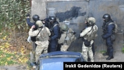 Грузинским спецслужбам помогают вести расследование американские коллеги: благодаря им стали известны личности, ликвидированные впоследствии в ходе спецоперации в Тбилиси
