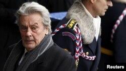 Ален Делон на похоронах экс-президента Чехии Вацлава Гавела. Прага, декабрь 2011 года