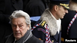 Ален Делон на похоронах Вацлава Гавела в Праге