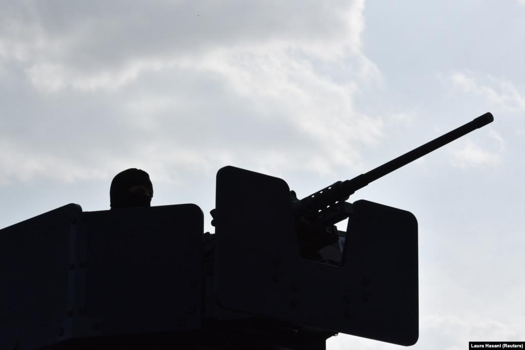 Një autoblindë e Policisë së Kosovës, në Jarinjë.(27 shtator)