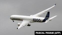 در تصویر یک فروند ۳۵۰ دیده میشود؛ ایرباس میگوید این هواپیمای پهنپیکر، مدل بهروزشده ۳۴۰ است