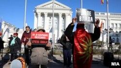 "Протест на ВМРО-ДПМНЕ пред Владата под мотото ""Стоп за распродажбата на државните и националните интереси"", Скопје, 1 декември 2020"