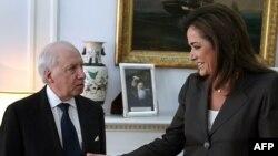 Грчкиот шеф на дипломатијата Дора Бакојани и медијаторот Метју Нимиц