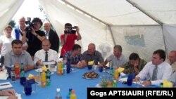 Переговоры в селе Эргнети проходили на протяжении трех часов