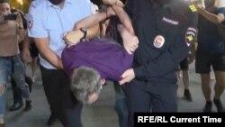 Задержание Квашникова на протесте против ареста Фургала