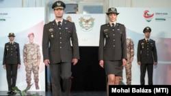 A Magyar Honvédség katonáinak tervezett új egyenruhája bemutatója Budapesten, 2019. július 12-én