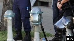 Протестите продължават, а МВР извика на разпит журналист, който е задал въпроси за полицейското насилие