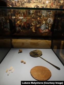 """Инсталляция, посвященная картине Питера Брейгеля """"Битва Масленицы и Поста"""""""