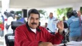 "Президент Венесуэлы Николас Мадуро с ""Картой отечества"""