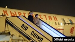 Президент Кыргызстана Алмазбек Атамбаев с супругой в ходе визита в Китай.