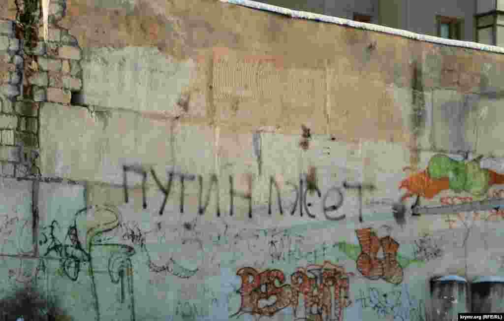 В Симферополе предпочитают выражать свое отношение к Путину словами