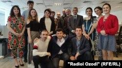 Азаттық радиосы Тәжік қызметінің (Радио Озоди) қызметкерлері.