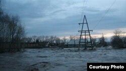 Шығыс Қазақстан облысындағы көктемгі су тасқыны. 30 сәуір 2010 жыл. (Көрнекі сурет)