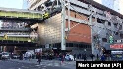 Pamje afër vendit ku ka ndodhur shpërthimi i bombës gypore në Nju nJork