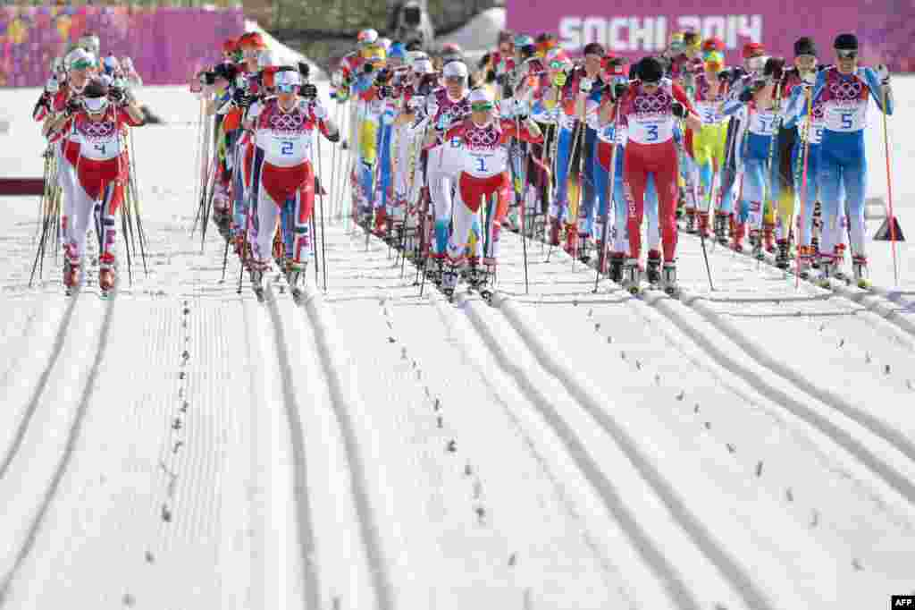 Athletes ready to compete at the start of the women's cross-country skiing 30-kilometer mass start event. (AFP/Alberto Pizzoli)